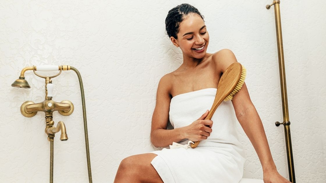 dry brushing beauty routine for exfoliation detoxification lymph drainage better circulation